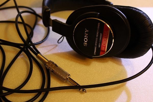 SONY 密閉型ヘッドホン MDR-CD900ST